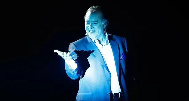 Tony Ramos no palco do show dos 50 anos da Globo (Foto: Raphael Dias/TV Globo)