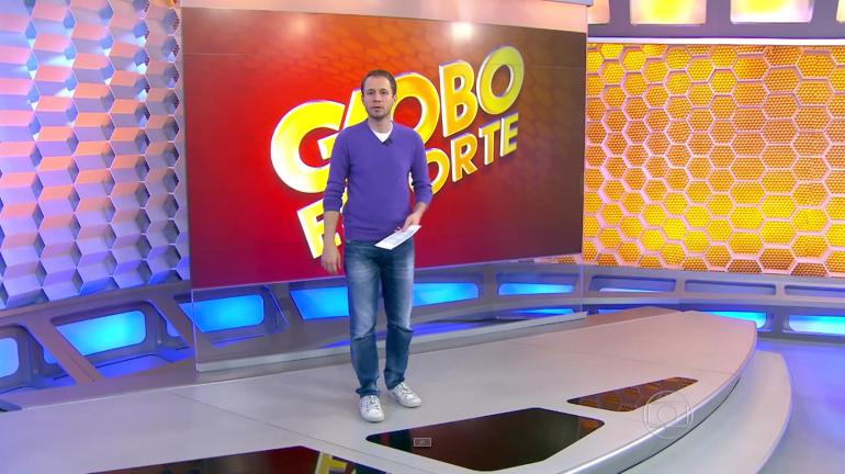 Tiago Leifert durante 'invasão' do Globo Esporte no SPTV (Foto: Reprodução/TV Globo)