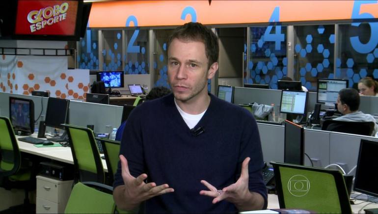 Tiago Leifert na redação do Globo Esporte em São Paulo (Foto: Reprodução/TV Globo)