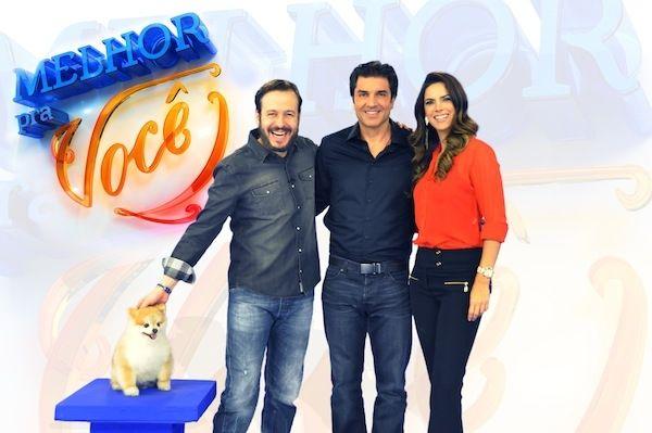 Celso Zucatelli, Edu Guedes, Mariana Leão e o cãozinho Paçoca (Foto: RedeTV!)