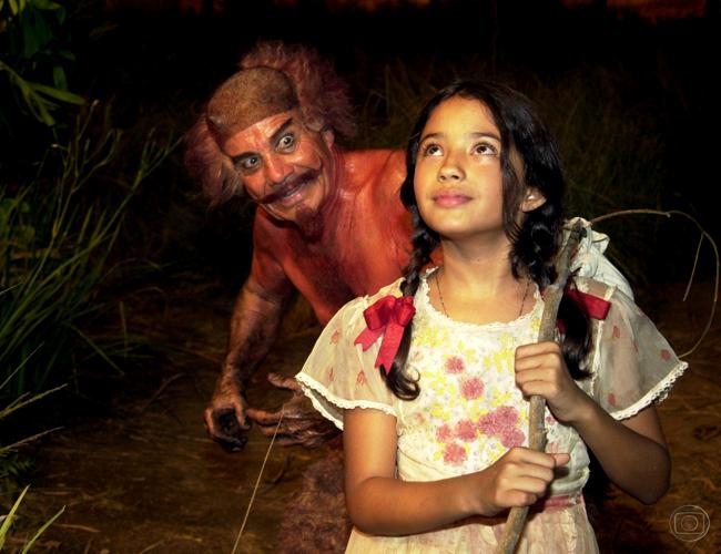 Carolina Oliveira em cena com Stênio Garcia (Foto: Gianne Carvalho/TV Globo)