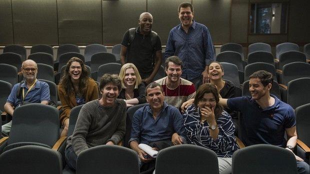 Elenco e direção reunidos. Foto: Caiuá Franco/TV Globo