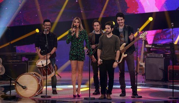 Fernanda Lima e a banda Playmobille. Foto: Globo