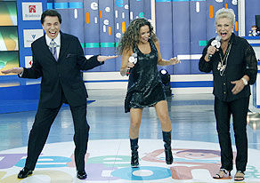 """Silvio Santos faz dança do siri e """"Teleton"""" ultrapassa a meta de 17 milhões"""