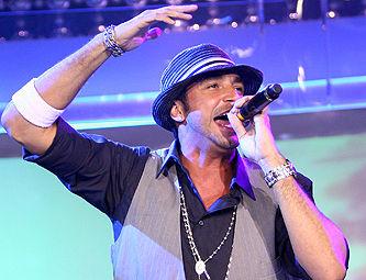 Eliana convida o cantor Latino para substituí-la no SBT