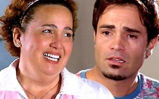 Sete Pecados: Custódia beija Adriano