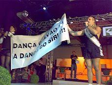 """""""Pânico"""" tenta fazer Galvão Bueno dançar como siri e irrita locutor"""