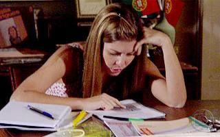 Duas Caras: Clarissa tem dificuldade de aprender