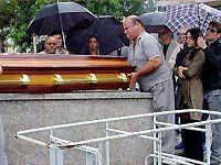 Paraíso: Atores gravam enterro de Taís