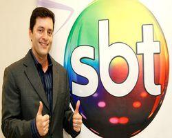 """""""Estou muito feliz na TV mais feliz do Brasil"""", diz Tiago Santiago"""